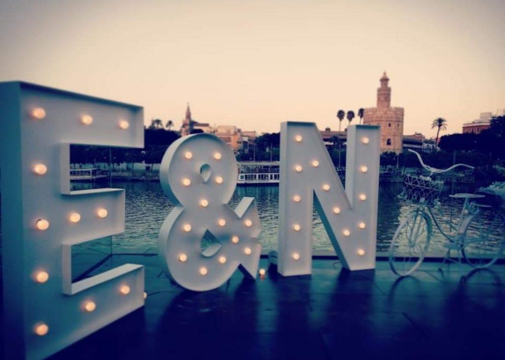 iniciales-luminosas-para-bodas-en-sevilla
