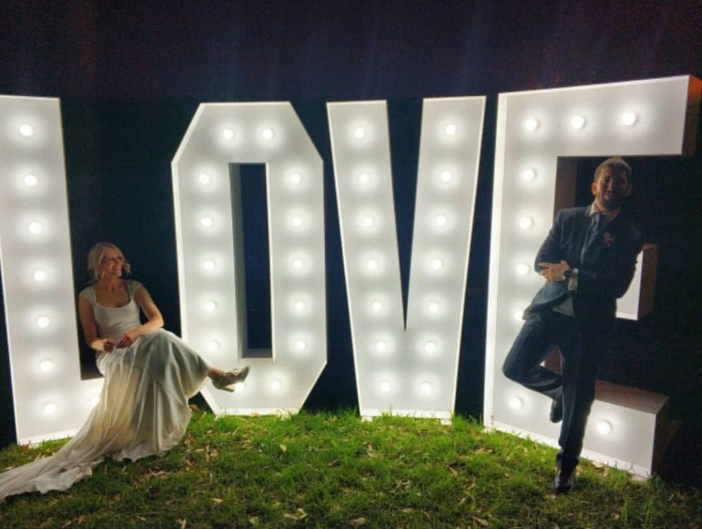 love-con-luces-para-bodas-sevilla