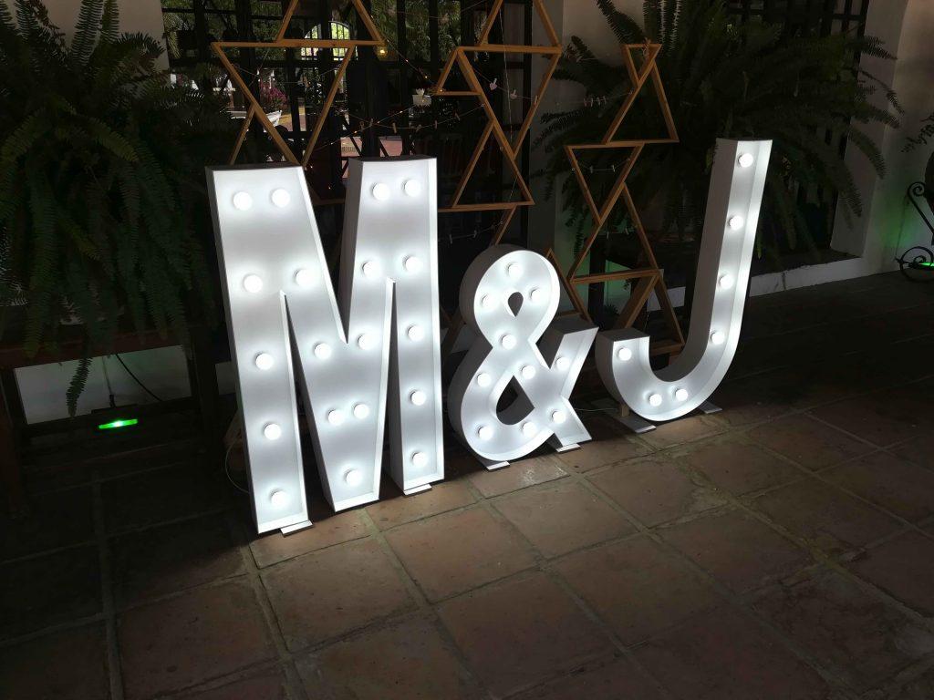 Letras-luminosas-para-bodas-en-sevilla